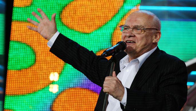 Поэт Николай Добронравов во время выступления на фестивале искусств в белорусском Витебске, июль 2008 года