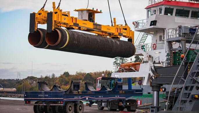 Погрузка труб для строительства газопровода «Северный поток — 2»