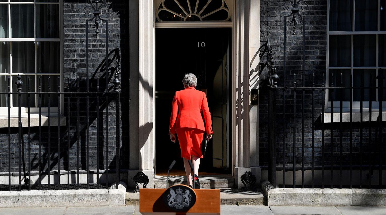 Мэй отказалась заниматься Brexit и захотела смотреть крикет и гулять с мужем