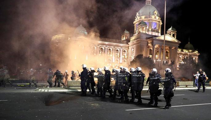 Массовые беспорядки в Белграде из-за решения властей ввести новые ограничения для борьбы с пандемией коронавируса, 7 июля 2020 года