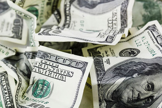 Курс доллара снизился на 5% по отношению к иене, к евро падает шестой день подряд
