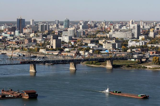 Вид на правый берег Новосибирска и первый железнодорожный мост через Обь
