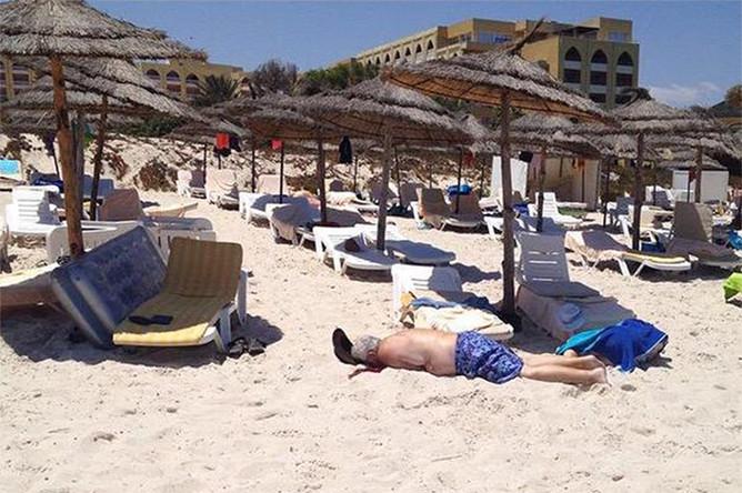 Трупы туристов на пляже пятизвездочного отеля в Тунисе