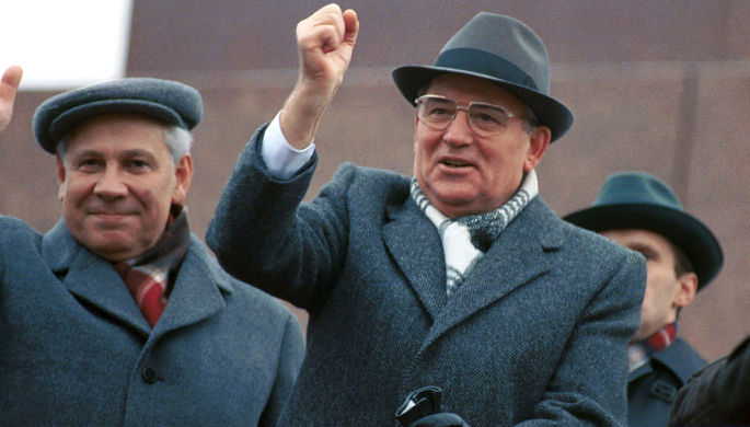 Генеральный секретарь ЦК КПСС Михаил Горбачев на трибуне Мавзолея, 1990 год