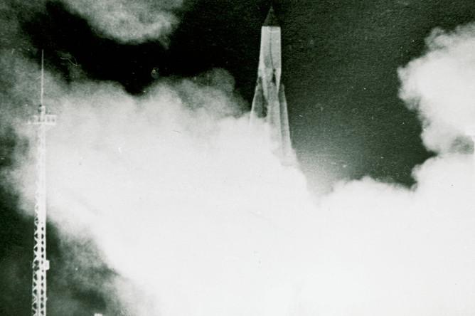 Запуск космического аппарата «Спутник-1» с космодрома «Байкорнур», 4 октября 1957 года