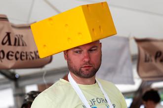 Участник сырного фестиваля «Три года санкциям» в Подмосковье