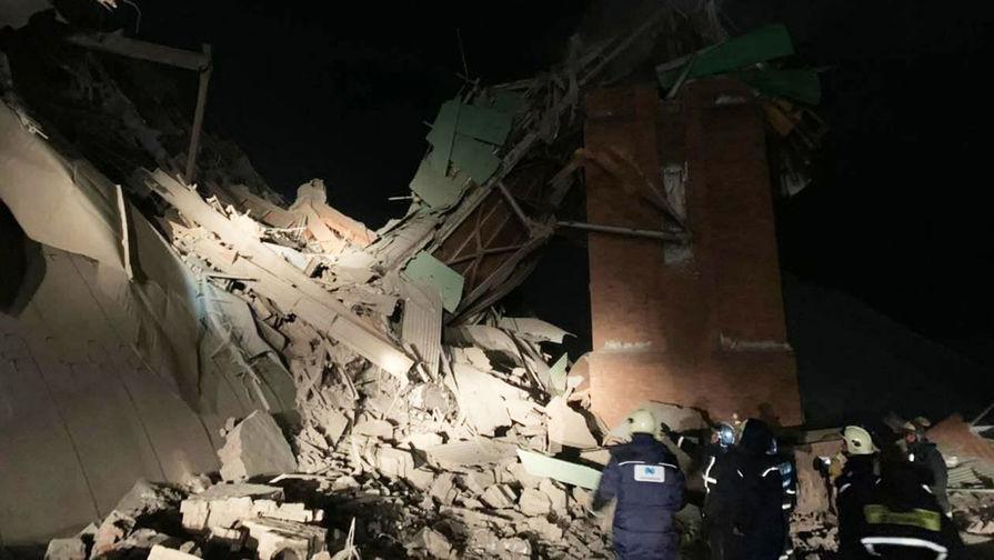 На месте обрушения в цеху на Норильской обогатительной фабрике, 20 февраля 2021 года