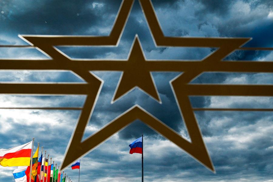 На«Армии-2021» Минобороны России подписало контракты на500 млрд рублей - Газета.Ru