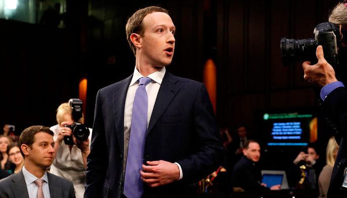 Основатель Facebook Марк Цукерберг перед сенатскими слушаниями в Вашингтоне, 10 марта 2018 года