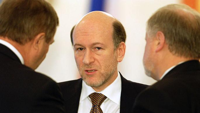 Спикер Госдумы Геннадий Селезнев (слева), глава администрации президента Александр Волошин (в...