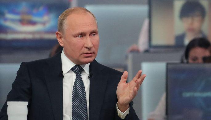 Во время «прямой линии» с президентом России Владимиром Путиным в Москве, 7 июня 2018...