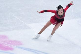 Евгения Медведева (Россия) выступает в короткой программе женского одиночного катания на чемпионате мира по фигурному катанию в Сайтаме, 20 марта 2019 года