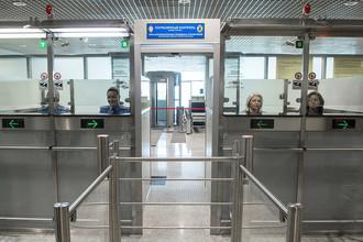 Пограничный контроль в секторе Е в аэропорту Домодедово