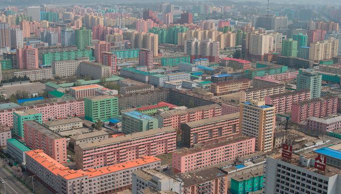 Вид на Пхеньян со смотровой площадки монумента идей Чучхе