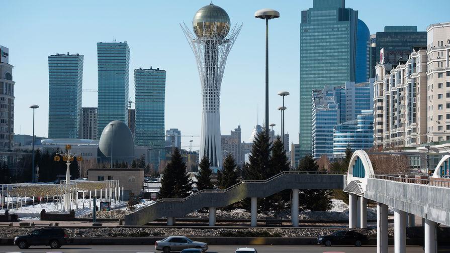 Монумент «Астана-Байтерек» в Нур-Султане (ранее Акмолинск, Целиноград, Акмола, Астана?)