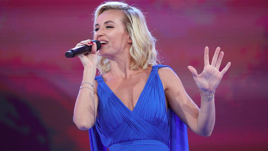 Полина Гагарина вывихнула плечо во время концерта в Челябинске
