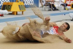Успех Алексею Дроздову принесли прыжки в длину