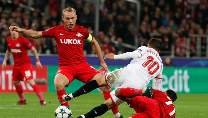 Эпизод матча третьего тура группового этапа Лиги чемпионов «Спартак» — «Севилья».