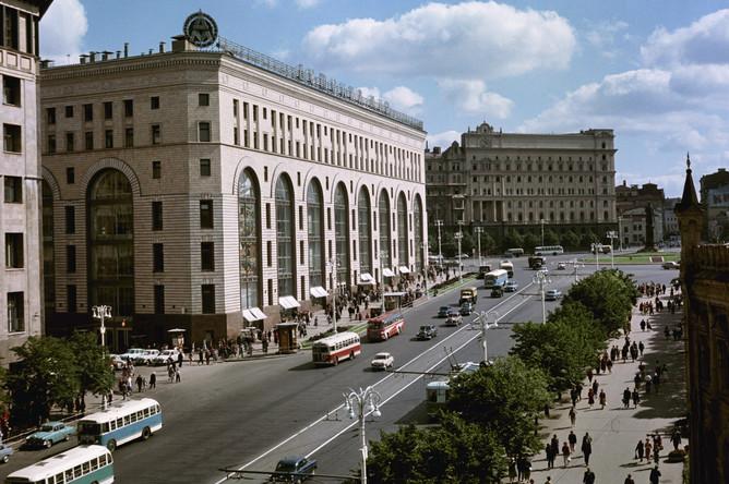 1960 год. Проспект Маркса и здание магазина «Детский мир»