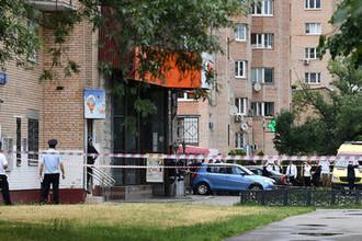 Ситуация у магазина «Дикси» на Большой Академической улице в Москве, где мужчина уждерживает заложников, 1 июля 2018 года