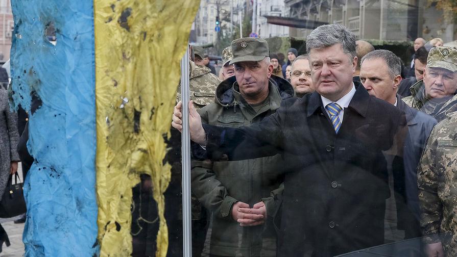 Президент Украины Петр Порошенко на Михайловской площади в Киеве