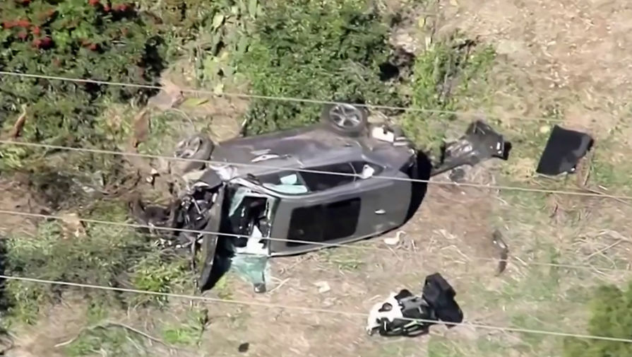 Последствия автомобильной аварии, в которой пострадал гольфист Тайгер Вудс в Лос-Анджелесе, 24 февраля 2021 года