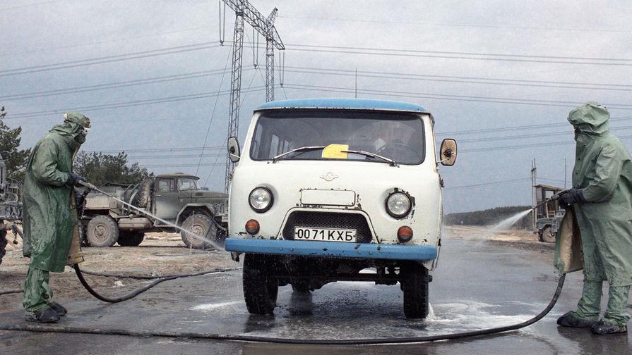 Пункт санитарной обработки автомобилей на территории Чернобыльской атомной электростанции, организованный после аварии на 4-ом энергоблоке 26 апреля 1986 года