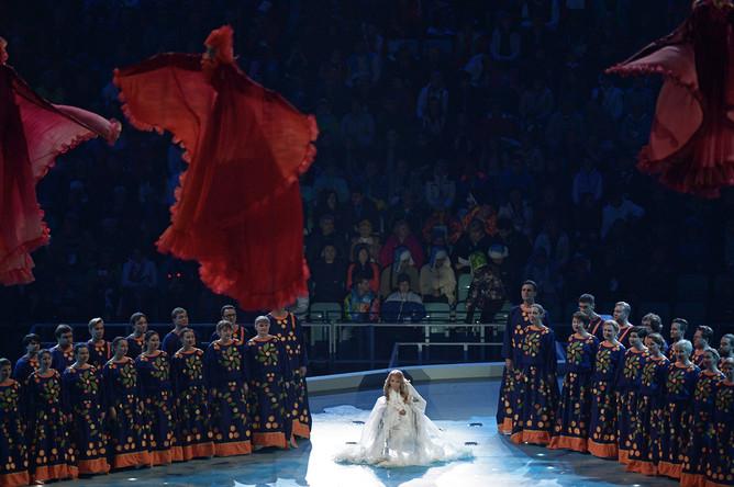 Певица Юлия Самойлова во время выступления на церемонии открытия XI зимних Паралимпийских игр в Сочи, 2014 год