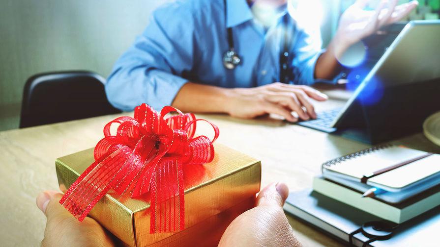 Конец сладкой жизни: учителей и врачей лишат подарков