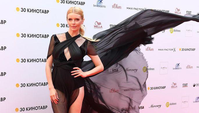 Актриса Анна Чурина на Звездной дорожке перед церемонией закрытия 30-го Открытого фестиваля российского кино «Кинотавр»