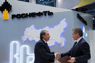 Председатель парвления «Роснефти» Игорь Сечин и губернатор Подмосковья Сергей Шойгу