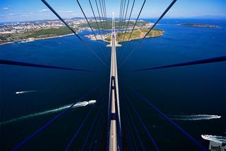 «Русский мост». Вантовый мост через пролив Босфор Восточный во Владивостоке был построен к саммиту стран АТЭС — 2012. Категория «Архитектура»