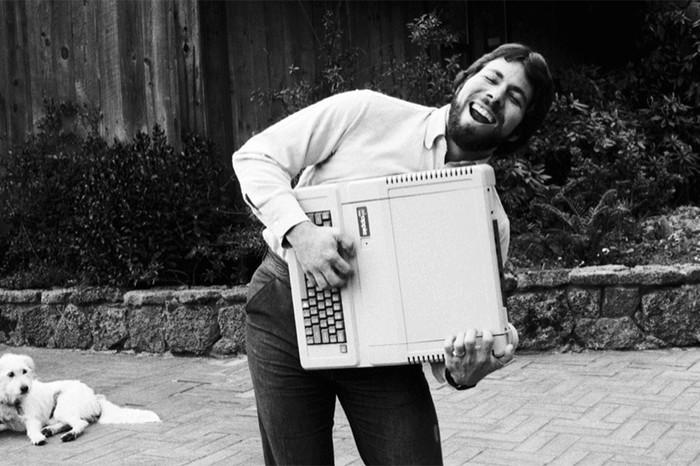 Стив Возняк скомпьютером Apple II, 1983год