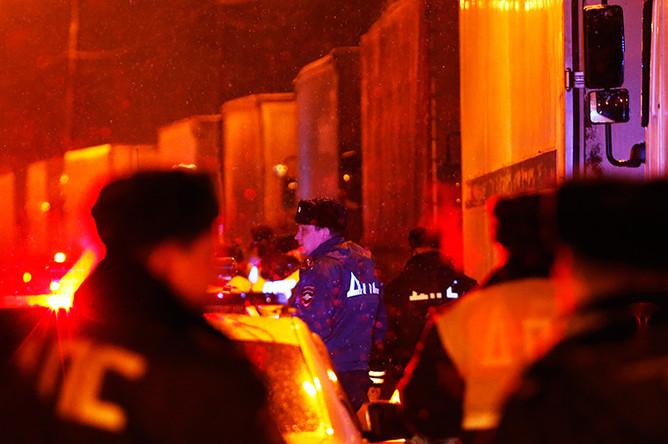 Сотрудники ДПС на Каширском шоссе, куда прибыли чеченские и дагестанские дальнобойщики