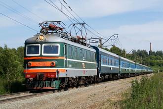 В 1962 году были завершены работы по устройству движения с повышенными скоростями. Поступившие на магистраль электровозы ЧС2 проводили пассажирские поезда до Москвы за пять с половиной часов