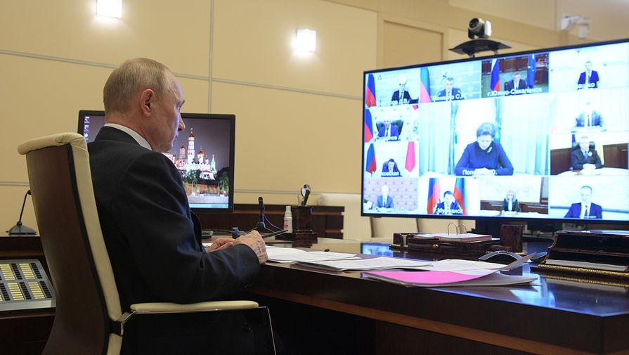 Президент России Владимир Путин во время совещания в режиме видеоконференции с главами регионов по борьбе с распространением коронавируса, 28 апреля 2020 года