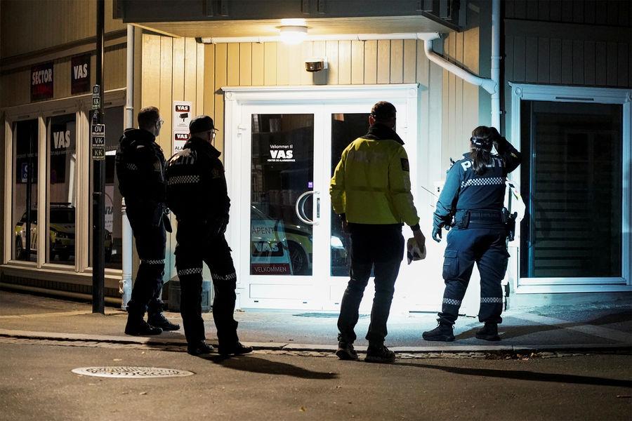 Полиция Норвегии наместе происшествия, Конгсберг, 2021год