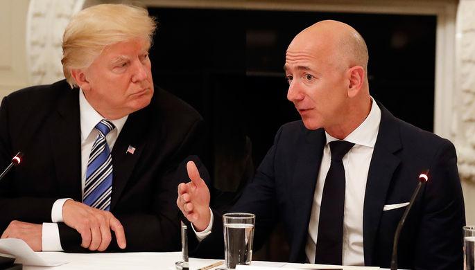 Президент США Дональд Трамп и основатель Amazon Джефф Безос во время встречи в Белом доме, коллаж «Газеты.Ru»
