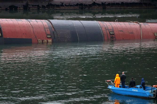 Вид на затонувший плавдок ПД-16 в Южной бухте