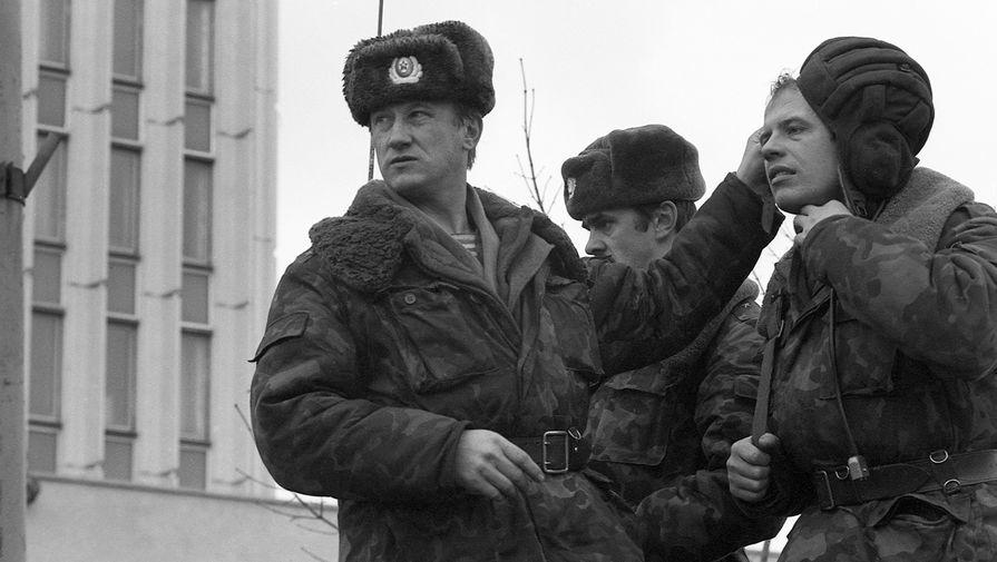 Десантники у здания Дома печати в Вильнюсе, 12 января 1991 года