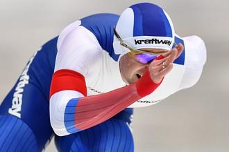 Конькобежец Алексей Есин