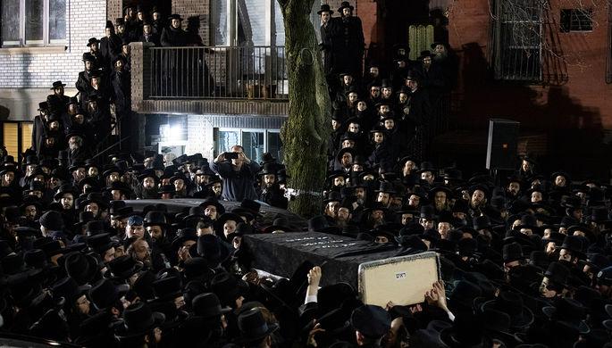 Молятся и хоронят вместе: как хасиды нарушают карантин