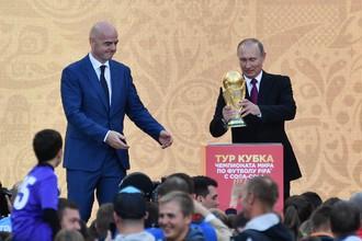 Владимир Путин дал старт туру кубка чемпионата мира по футболу