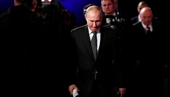 Во время ежегодной специальной программы «Прямая линия с Владимиром Путиным» в Гостином дворе, 20 июня 2019 года