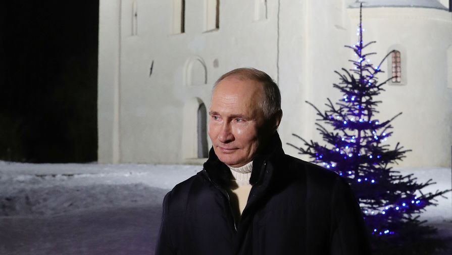 Президент России Владимир Путин дает интервью после посещения Рождественского богослужения в церкви Николы на Липне, 7 января 2021 года
