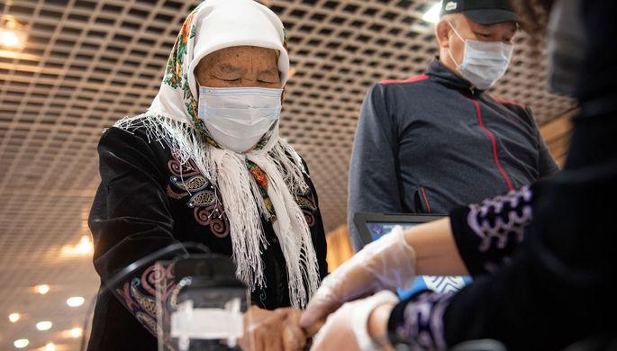 «Шаг в сторону диктатуры»: для чего в Киргизии меняют конституцию