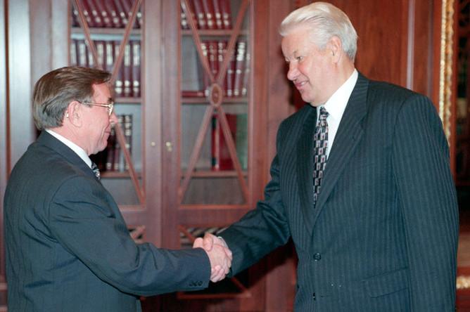 Сегодня в Кремле состоялась встреча Президента России Борис Ельцин и председателя Высшего арбитражного суда Вениамин Яковлев, 1997 год