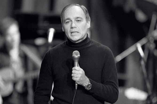 Постоянный ведущий передачи «Космический мост Минесота- Москва» советский журналист Владимир Познер, 1985 год