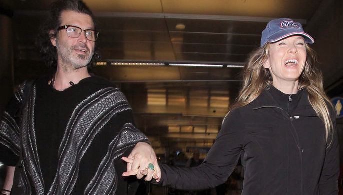 Рене Зеллвегер и Дойл Брамхолл в аэропорту Лос-Анджелеса, 2016 год