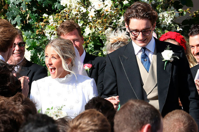 Молодожены Элли Голдинг и Каспар Джоплинг после церемонии в главном соборе Йоркска